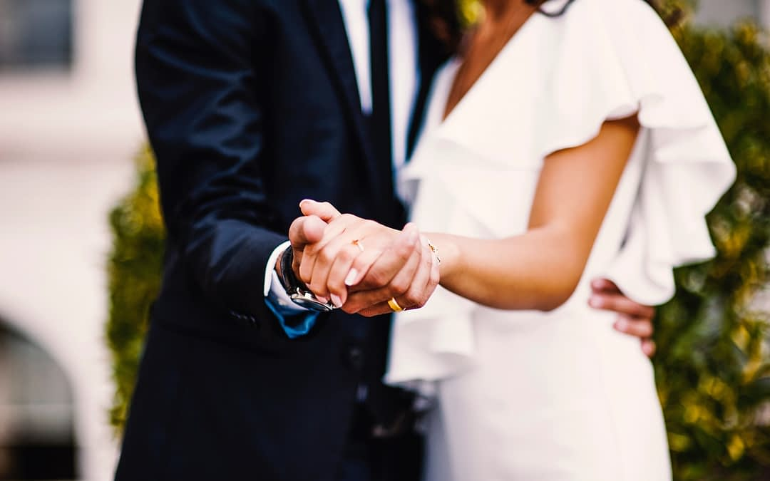 5 Reasons Why You Should Have Your Wedding Reception At Home
